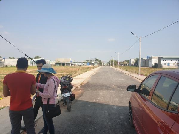 Bán 300m2 đất thổ cư ngay mặt tiền Tỉnh Lộ 10, ngay cổng KCN Sao Vàng, thuận tiện kinh doanh